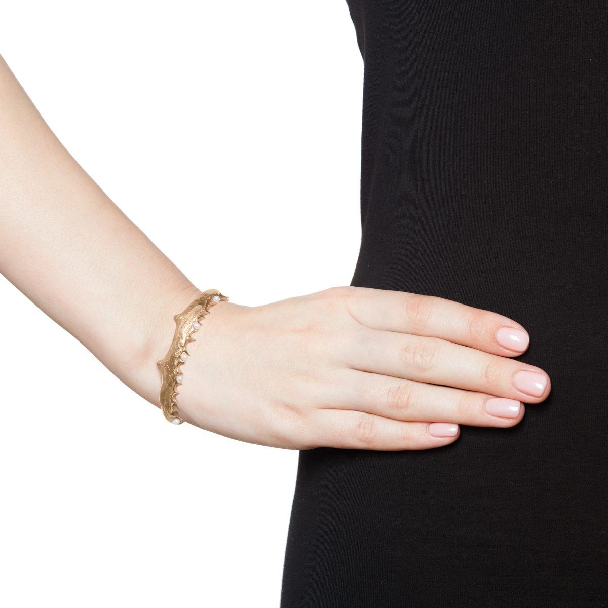 Antipearle Jaw Multi Pearl Bracelet Gold